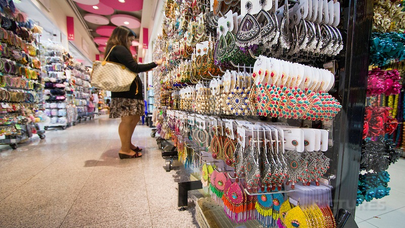 Shopping for accessories, Bangkok mall